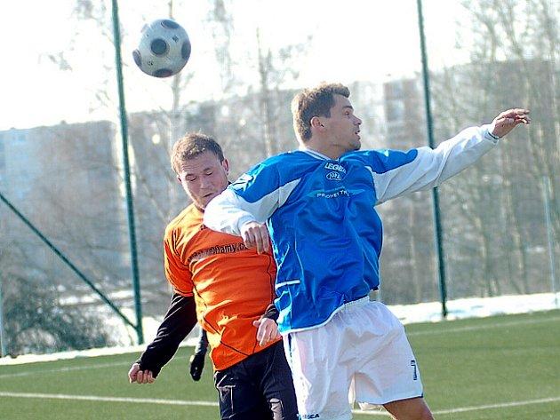Na umělé trávě v jabloneckých Břízkách prohráli fotbalisté Jiskry Mšeno v prvním kole krajského poháru - Jizerské pekárny Cup s Desnou 1:3.