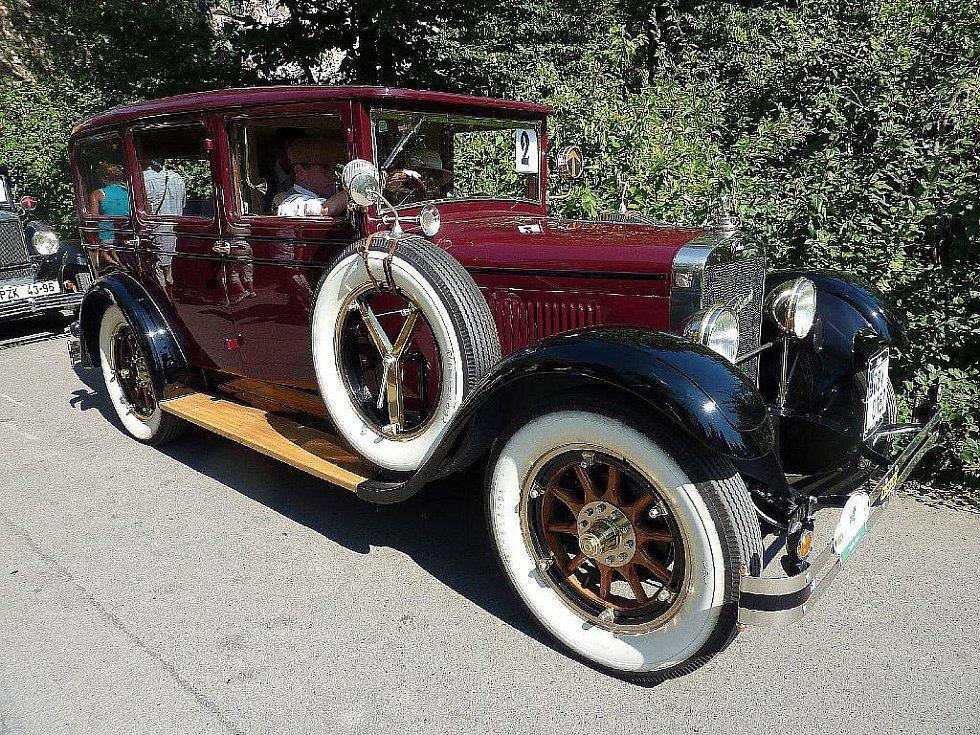 Laurin a Klement – Škoda typ 110 z roku 1927 pilotovaný jabloneckým automobilovým závodníkem Miroslavem Krejsou