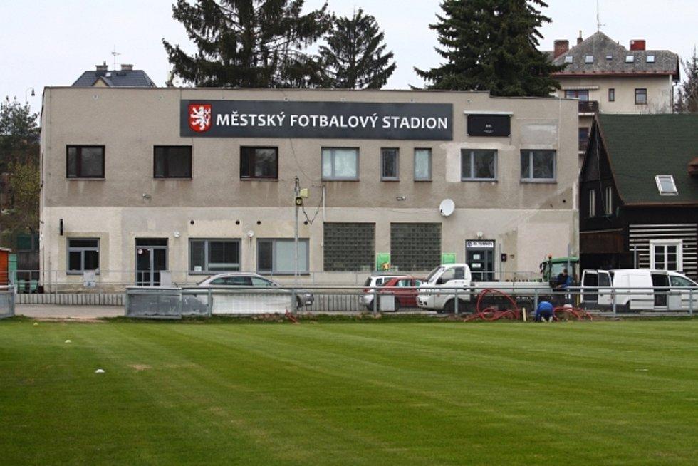 Turnovská sportoviště se chystají na novou sezónu.