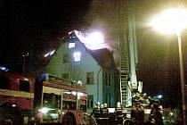 Noční požár neobydleného domu v Bedřichově.