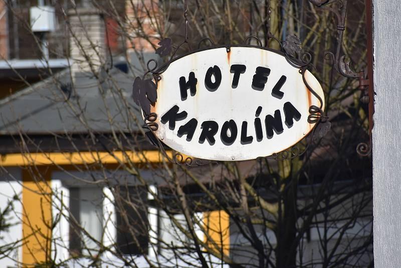 Harrachovský hotel Karolína před přestavbou. Stavaři sem nastoupí už za pár týdnů. Vzniknou tu apartmánové byty.