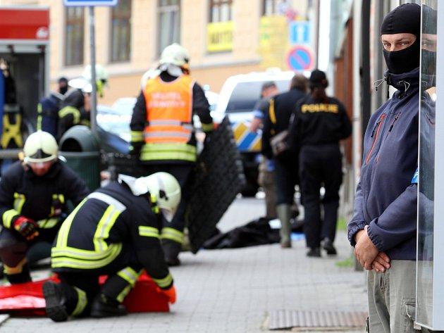 Zásah v centru Jablonce v Poštovní ulici, kde kriminalisté našli varmu amfetaminu.