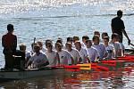 Závody dračích lodí na řece Jizeře oputovní pohár obce Malé Skály, 2011.