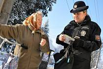 Také policisté často radí seniorům, jak se bránit praktikám podvodníků a kriminálníků