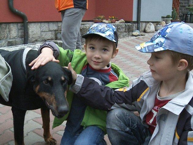 Daniel a Marek s fenkou Sárou.