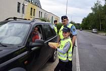 Děti odměňovali řidiče podle toho, jak jeli. Jablíček dostali motoristé víc.