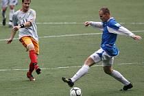 Desná (v modrém) si na domácím hřišti poradila s Rapidem Liberec.