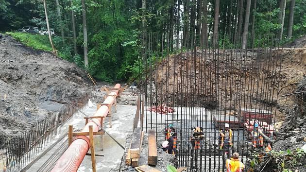 Nový most na silnici mezi Železným Brodem a Semily je téměř dokončen. Od neděle 21.10. bude uzavřený silniční úsek opět průjezdný.