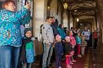 OBROVSKÝ ZÁJEM je tradičně o pohádkové okruhy na zámku Sychrov. Pohádkou Rozum a štěstí odstartovali oficiálně letošní turistickou sezonu, tato památka je totiž jako jedna z mála otevřena celoročně. Po oba dva dny bylo na dětské trasy vyprodáno.