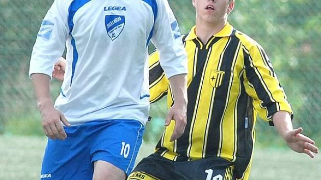 Střelec. Fotbalisty Jiskry Mšeno Radek Petr (č. 10)  patří mezi nejlepší střelce Jiskry což potvrdil i proti Vratislavicím.