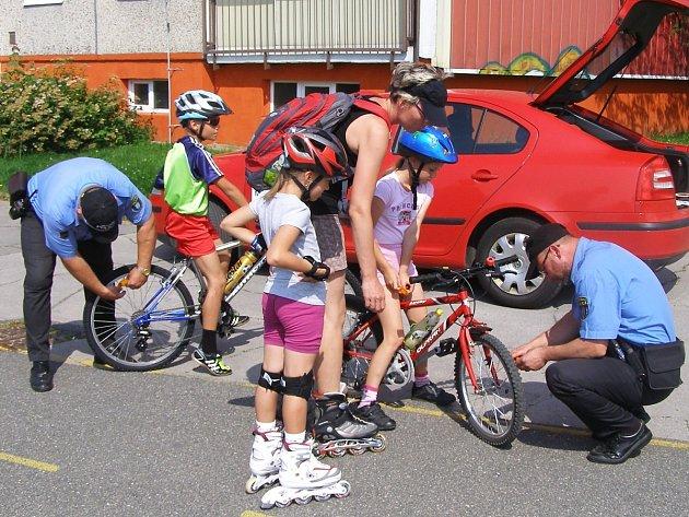 Strážníci MP kontrolují kola