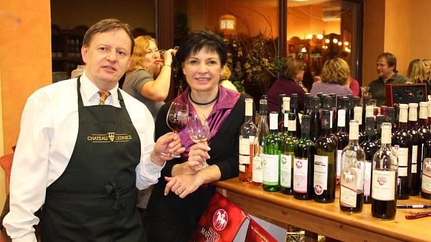 Dům vína Chateu Lednice v Jablonci - someliér Petr Krejčík a spolumajitelka Marcela Žďárská.