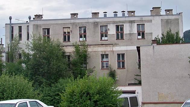 Město Železný Brod koupilo bývalý areál firmy Exotherm. Budovy jsou zamořeny rtutí.