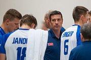 Přátelské utkání ve volejbale mezi reprezentačním výběrem České republiky a Kanady se odehrál 17. srpna v Jablonci nad Nisou. Na snímku je trenér Michal Nekola.