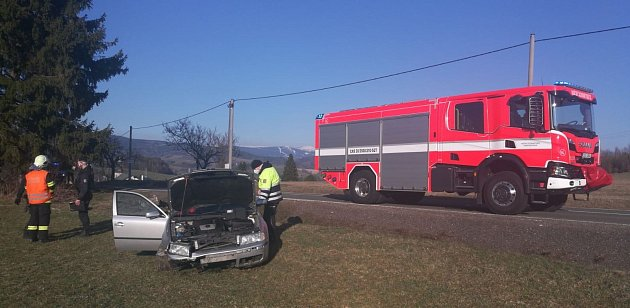 Vozidlo po nehodě vDržkově skončilo mimo komunikaci