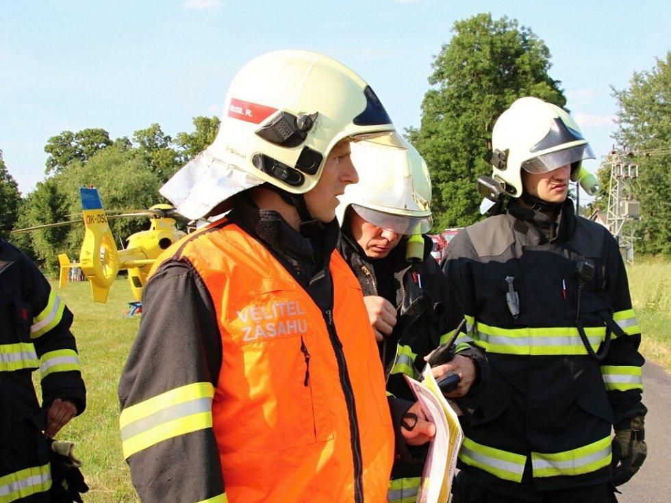 Pád větroně v části obce Vrchovina nedaleko letiště Hodkovice nad Mohelkou. Na místo bylo vysláno pět jednotek hasičů.