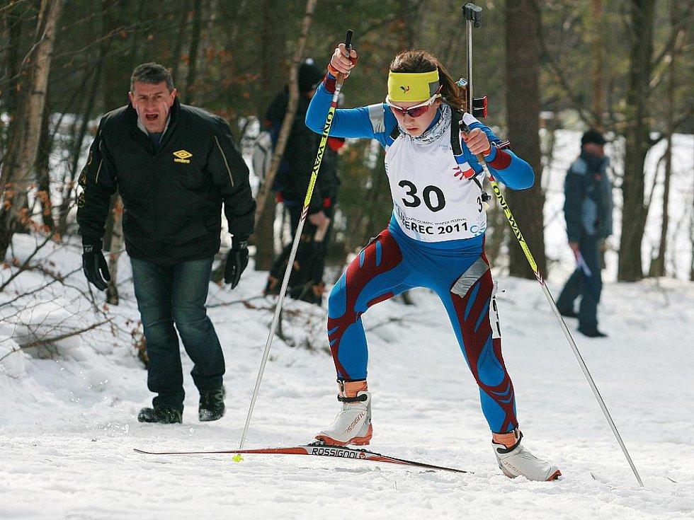 EYOWF 2011. Biatlon - dívky individuálně 10 kilometrů se jel v úterý v jabloneckých Břízkách.  Stříbrnou příčku obsadila Anais Chevalier (FRA).