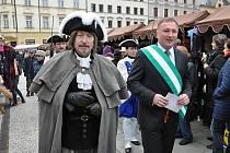 Primátor Petr Beitl doprovodil císařského posla během Velikonočních slavností při prohlídce trhů. Další akcí vztahující se k oslavám bude květnový koncert v kostele sv. Anny.