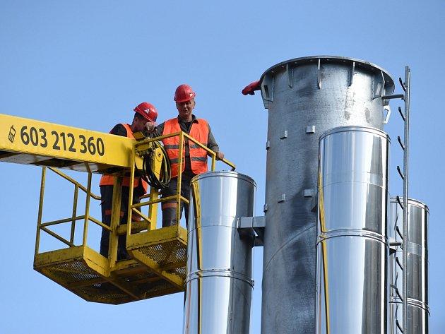 Komín jedné z nových kotelen Jablonecké energetické