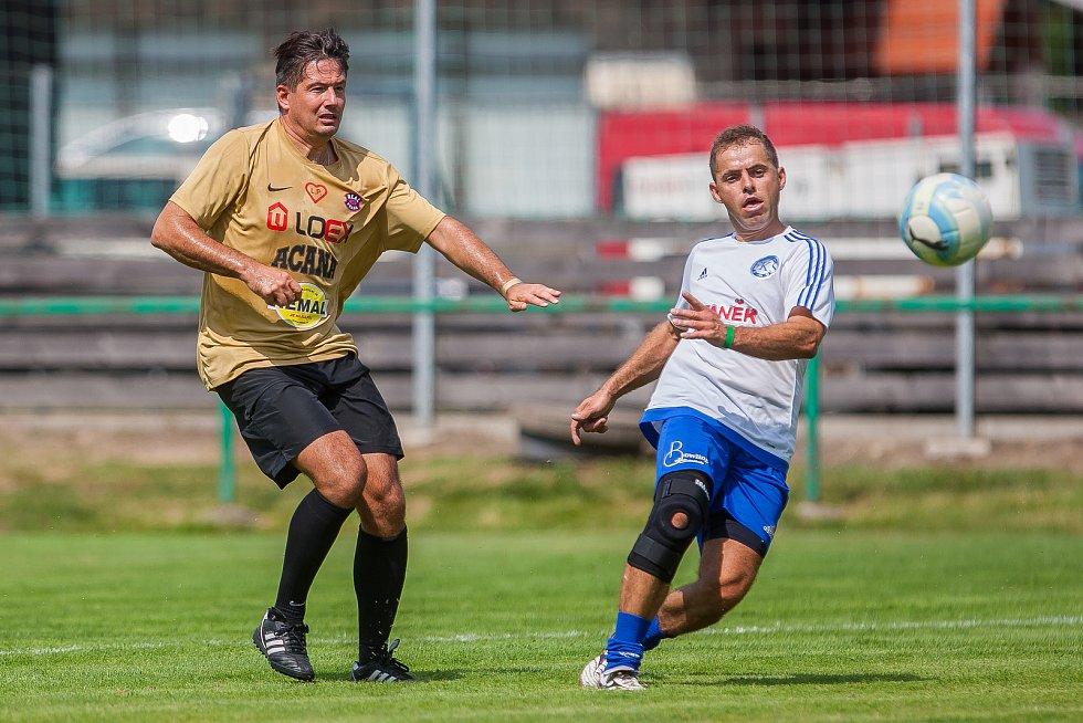 Benefiční fotbalový zápas mezi týmy FK Sedmihorky a Real Top Praha proběhl 4. srpna v Sedmihorkách na Semilsku.