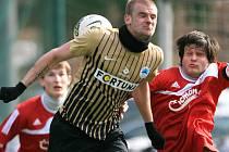 Jiskra Mšeno (v červeném) podlehla v generálce rezervě Slovanu Liberec 2:0.