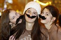 Movember ctí i dívky a dámy...