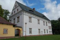 Zámek v Horní Branné přežil i třicetiletou válku. Dnes je vněm muzeum.