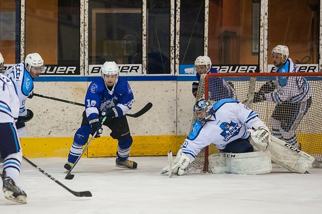 První zápas čtvrtfinále play off 2.ligy ledního hokeje skupiny Střed + Západ se odehrál 14.března na zimním stadionu vJablonci nad Nisou. Utkaly se týmy HC Vlci Jablonec nad Nisou a HC Stadion Vrchlabí.