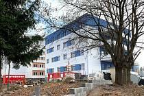 Stavba nového pavilonu intenzivní péče jablonecké nemocnice. Fotografie z října 2019.