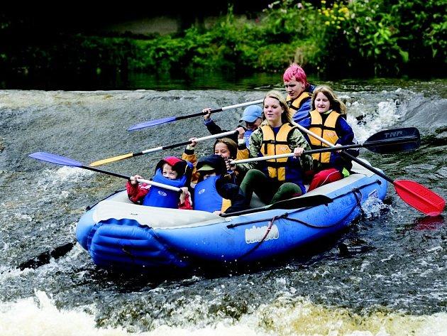 Děti s příměstským táborem Jablonečák vyrazily i na řeku Jizeru.