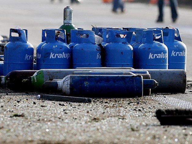 Tlakové láhve s propan-butanem. Ilustrační snímek.