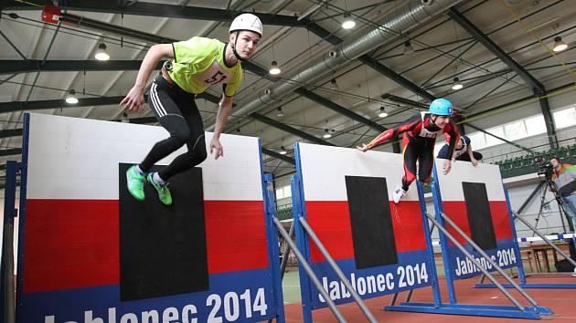 Závod Jablonecká Hala 2014 prověřil po zimě fyzičku dobrovolných i profesionálních hasičů z celé České republiky.