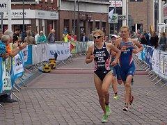 Triatlonistka Petra Kuříková obsadila 7. místo prémiového Evropského poháru v Holtenu.