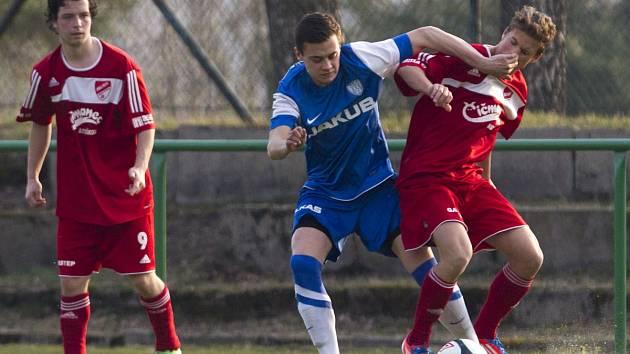 Fotbalisté Mšena porazili Českou Lípu (v modrém) 2:0.