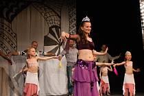 IV. Orient show