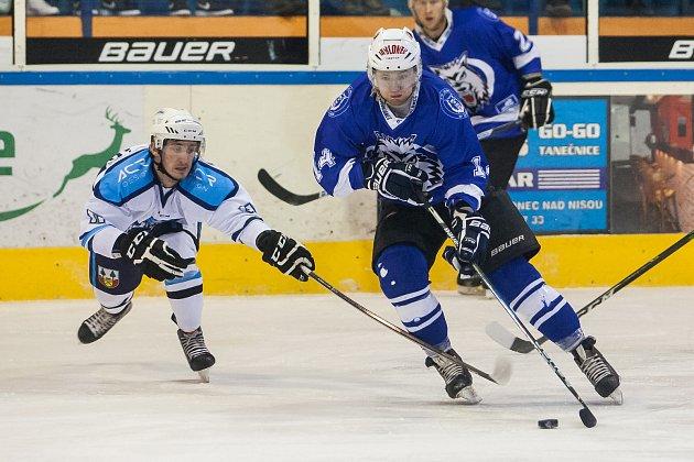 První zápas čtvrtfinále play off 2. ligy ledního hokeje skupiny Střed + Západ se odehrál 14. března na zimním stadionu v Jablonci nad Nisou. Utkaly se týmy HC Vlci Jablonec nad Nisou a HC Stadion Vrchlabí.