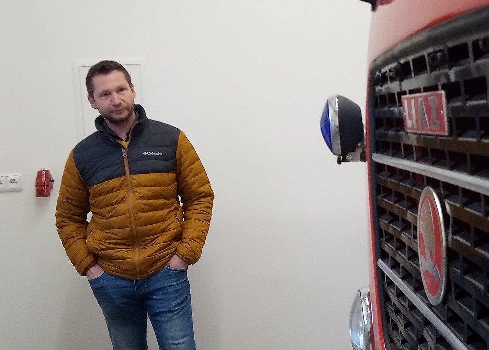Jiří Černý, starosta obce Zlatá Olešnice v nově zrekonstruované hasičské zbrojnici.