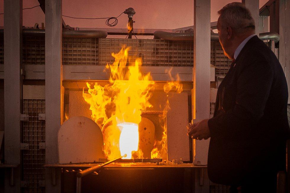 Slavnostní křest sklářské pece Hedvika proběhlo na Střední uměleckoprůmyslové škole sklářské v Železném Brodě.