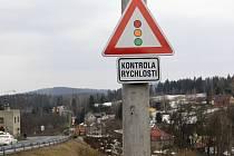 Zpomalovací semafory v Loužnici