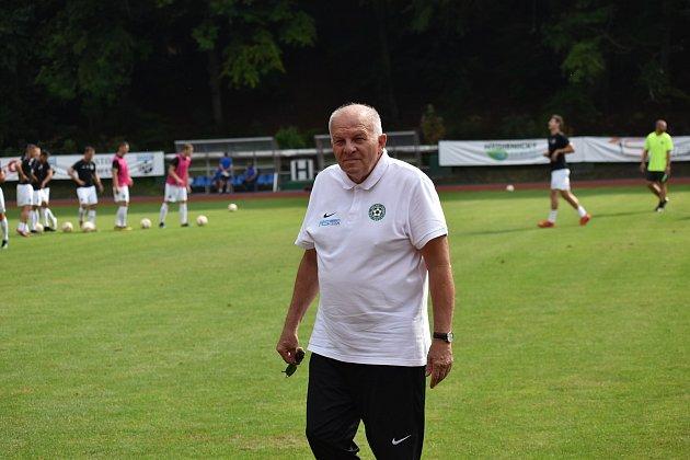 Po padesáti letech předal veslo dalšímu. Na kontě má spoustu dobrých počinů, nejen fotbalových. Takový je Milan Černý.