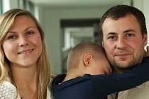 Maminka Eva musela odejít z práce v mateřské školce, aby neohrozila syna Jiříka nemocemi od dětí. Na léčbu tak vydělával tatínek Jiří. Poté o pomoc požádali Dobrého anděla.