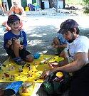 Součástí třítýdenního pobytu byl zábavný program pro děti. Výhodou bylo, že s nimi mohli být i jejich rodiče a děti se tak v cizím prostředí nebály.