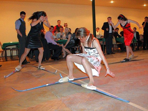 Sportovci vyměnili lyže za střevíčky a lakýrky. Vyrazili na ples.