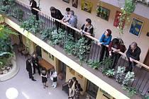 HLEDÁNÍ.  V Atriu Poslanecké sněmovny je k vidění, ještě po celý první listopadový týden, výstava Evropského výtvarného centra pro handicapované děti Sněženka a libereckého Jedličkova ústavu.