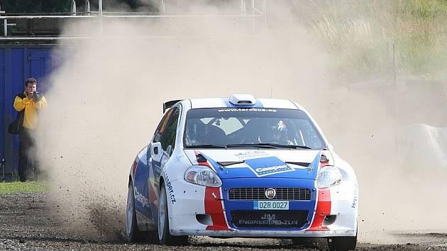 V Sosnové na Českolipsku na místním autodromu se jela třetí rychlostní zkouška letošní Rally Bohemia. Na snímku Tarabus, Trunkát