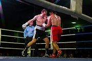 Galavečer bojových sportů, Iron Night Fight 3, proběhl 22. února v městské hale v Jablonci nad Nisou. Na snímku Marek Procházka (vlevo) a Sandro Jajanidze v kategorii profi box do 76 kilogramů.