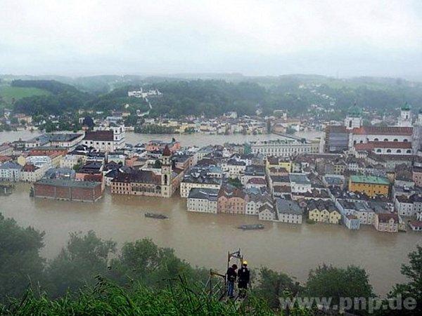 VNěmeckém Pasově nic takového nezažili. Vpondělí překročila hladina Dunaje historické hranice, která se datuje 15.8.1501.