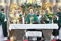 Slavnostní mše svaté, kterou v sobotu v bazilice Navštívení Pany Marie v Hejnicích celebroval J. E. Mons. Jan Baxant, sídelní biskup litoměřický.