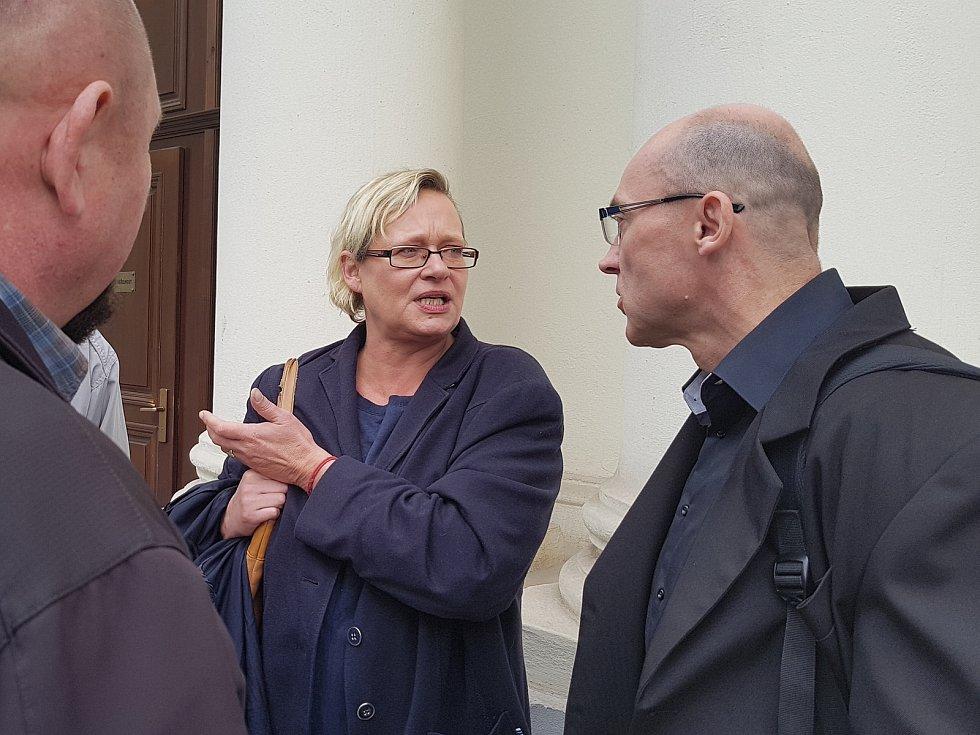 Krajský soud v Praze zprostil obžaloby Pavla Šrytra a Jána Kaca (se svou obhájkyní), protože se podle něj neprokázalo, že skutek spáchali.