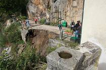 Opěrná zeď na hradě Vranov zmizela.